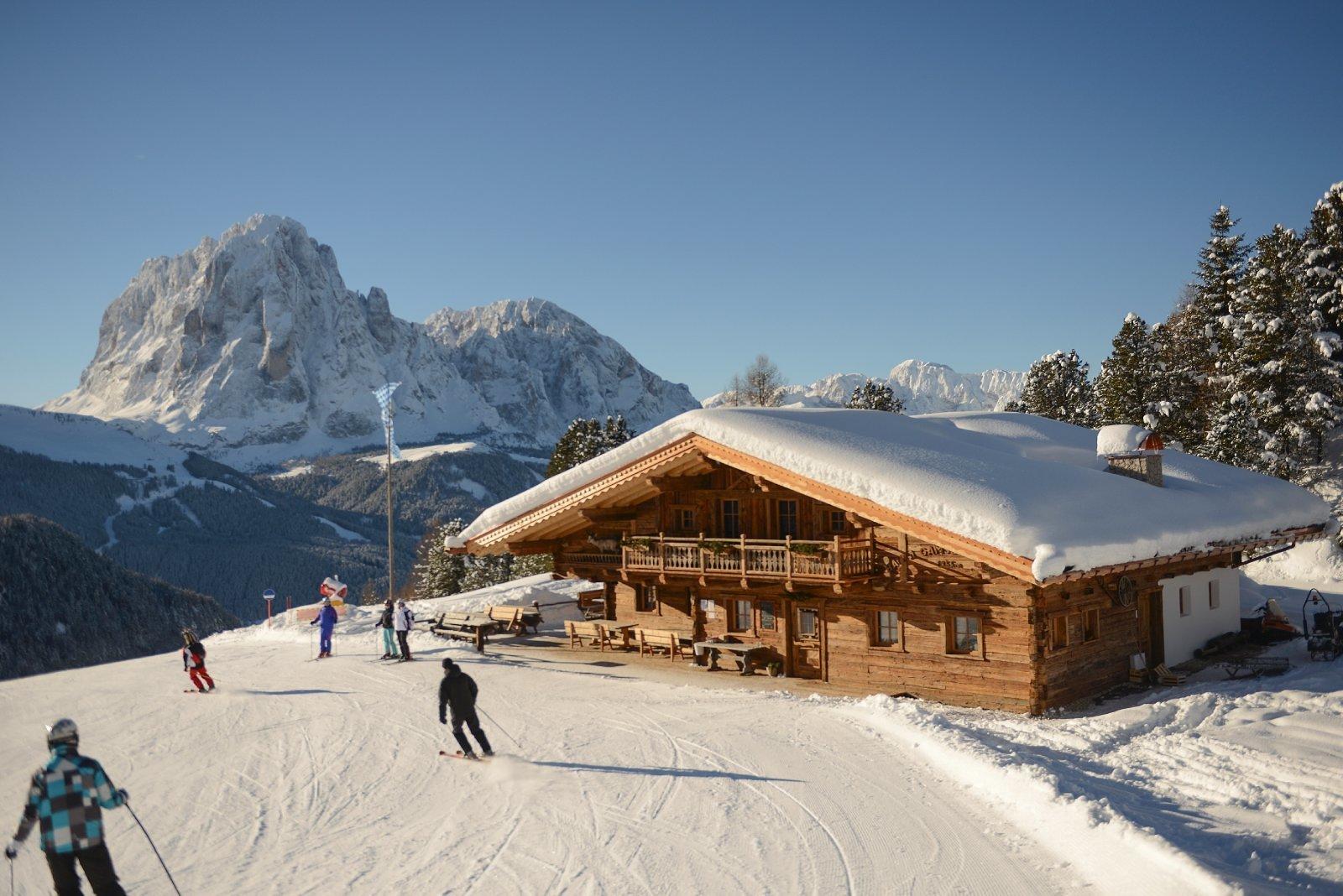 Gamsblut cucina locale terrazza inverno ed estate for Le piu belle baite in montagna